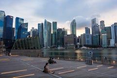 Opinião da skyline de Bayfront Singapura Foto de Stock