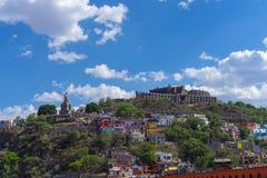Opinião da skyline de Guanajuato México com céu azul foto de stock royalty free