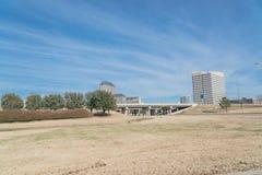 Opinião da skyline de Las Colinas de John Carpenter Freeway foto de stock