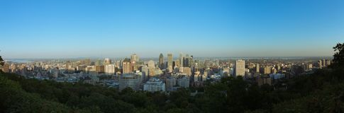 Opinião da skyline de Montreal da montagem real imagem de stock