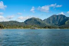 Opinião da tarde da baía e do cais de Hanalei em Kauai Havaí foto de stock royalty free