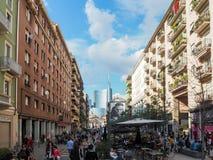 Opinião da torre de Unicredit de uma rua, em maio de 2015 Imagem de Stock