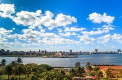 Opinião das caraíbas da skyline de Cuba Havana Foto de Stock