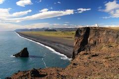 Opinião das montanhas da praia de Dryholaey Foto de Stock Royalty Free