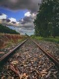 Opinião das trilhas do trem fotografia de stock