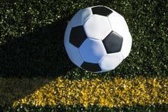 Opinião de ângulo alto da bola de futebol Foto de Stock Royalty Free