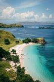 Opinião de ângulo alto da praia do rosa do dia ensolarado Fotografia de Stock Royalty Free