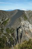 Opinião de ângulo alto de um vulcão, Irazu Fotografia de Stock