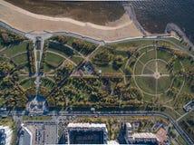 Opinião de ângulo ao parque perto da praia Fotografia de Stock Royalty Free