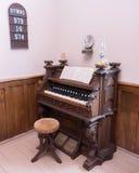 Opinião de ângulo do órgão da igreja do vintage Imagem de Stock