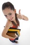 Opinião de ângulo elevado o estudante que mostra o sinal da boa sorte Foto de Stock Royalty Free