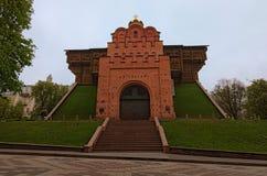 Opinião de ângulo larga clássica do Golden Gate Era a via principal nas fortificações do século XI de Kyiv, a capital de Kievan R foto de stock