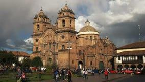 Opinião de ângulo larga da tarde da igreja da sociedade de Jesus em Cusco vídeos de arquivo
