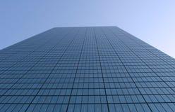 Opinião de ângulo larga do arranha-céus Fotografia de Stock Royalty Free