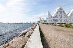 Opinião de Aarhus ø Dinamarca à arquitetura moderna e ao porto Foto de Stock Royalty Free