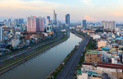 Opinião de Arial em Vo Van Kiet Highway na cidade de Ho Chi Minh Imagem de Stock