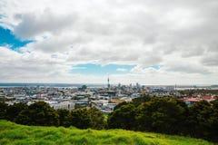 Opinião de Auckland de Mt Eden fotografia de stock royalty free