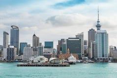 Opinião de Auckland no meio-dia foto de stock
