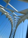 Opinião de baixo ângulo de uma ponte, ponte do arco da baía de Humber, Toronto, Ontário Fotografia de Stock