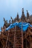 Opinião de baixo ângulo do local da restauração no exterior do lado do santuário da verdade, Tailândia fotografia de stock royalty free