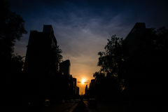 Opinião de baixo ângulo do sol que ajusta-se sobre Cidade do México imagem de stock