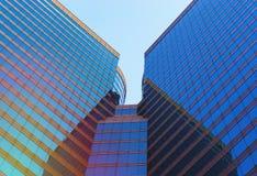 Opinião de baixo ângulo dos arranha-céus da beleza Imagem de Stock Royalty Free