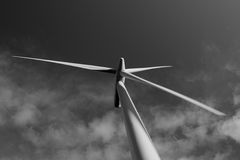 Opinião de Blacklaw Windfarm da turbina em preto e branco Imagem de Stock Royalty Free
