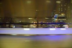 Opinião de Blured do indicador na cidade da noite Fotos de Stock Royalty Free
