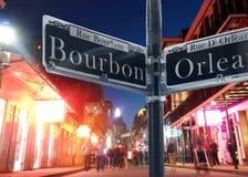 Opini?o de Bourbon Street em Nova Orle?es foto de stock royalty free