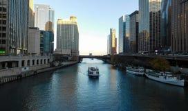 Opinião de Chicago River fotografia de stock royalty free