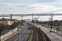 Opinião de Cityspace Estrada, linha do trem e opinião superior da ponte fotos de stock