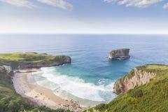 Opinião de costa de mar Praia na costa das Astúrias spain fotografia de stock royalty free