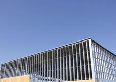 Opinião de Exterview da construção do armazém com armação de aço imagem de stock