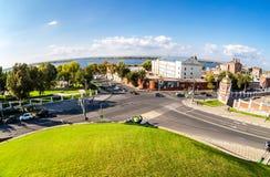 Opinião de Fisheye da altura no Rio Volga, estrada transversaa da cidade fotos de stock