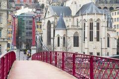 Opinião de Georges Church de Saint de Eglise do passadiço de Passerelle Saint-Georges Fotos de Stock Royalty Free