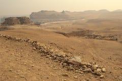 A opinião de Giza perto das pirâmides Imagens de Stock Royalty Free
