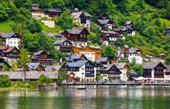 Opinião de Hallstatt Áustria ao lago Hallstattersee Foto de Stock Royalty Free