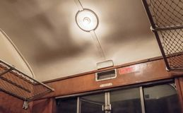 Opinião de Internl de um compartimento de primeira classe do trem de passageiros da era do vapor fotografia de stock royalty free