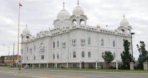 opinião de 4K UltraHD do templo sikh Gurdwara Dashmesh Darbar em Brampton, Canadá vídeos de arquivo