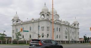 opinião de 4K UltraHD em Brampton, Canadá do templo do sikh de Gurdwara Dashmesh Darbar vídeos de arquivo
