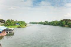 A opinião de Kwai do rio em Karnchanaburi Tailândia no dia Fotos de Stock
