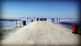 opinião de lago de sal os povos Foto de Stock Royalty Free
