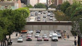 Opinião de lapso de tempo aéreo o tráfego/pedestres em Los Angeles do centro Califórnia video estoque