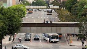 Opinião de lapso de tempo aéreo o tráfego/pedestres em Los Angeles do centro Califórnia filme