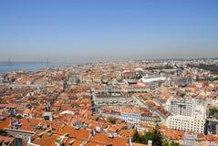 Opinião de Lisboa do castelo do desfiladeiro do S. Fotografia de Stock Royalty Free