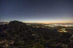 Opinião de Los Angeles San Fernando Valley Predawn Rocky Hilltop fotos de stock royalty free
