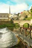 Opinião de Luxemburgo - de Grund perto da água Foto de Stock Royalty Free