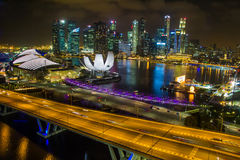 Opinião de Marina Bay Sands do inseto de Singapura na noite em singapore Imagens de Stock Royalty Free