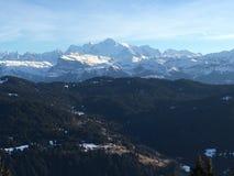 A opinião de Mont Blanc de Les obtém Imagens de Stock