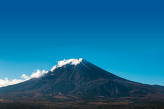 Opinião de Monte Fuji do pagode vermelho Foto de Stock Royalty Free